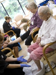 She Brings Beauty to the Lives of the Elderly – Beauty Becomes You